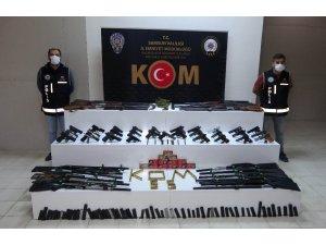 Silah operasyonunda adeta cephanelik ele geçti: 19 gözaltı