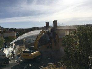 Kamulaştırma çalışmaları tamamlanan yapılar yıkıldı