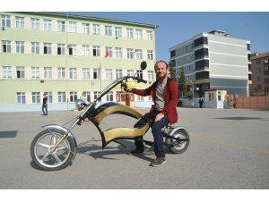 Okulun atölyesinde elektrikli motosiklet yaptı