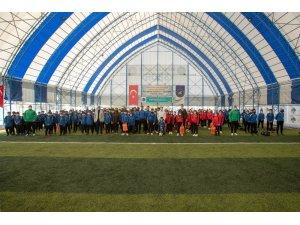 Başkan Vekili Aslan'dan öğrencilere spor malzemesi desteği