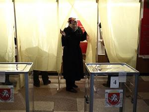 Kırım'daki referandumda oy verme işlemi başladı