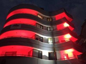 Ukrayna'nın Ankara Büyükelçiliği Türk bayrağı renkleriyle aydınlatıldı