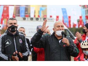 """Başkan Atay; """"Yağmurdan değil, Cumhuriyete aşkımızdan sırılsıklam olduk"""""""