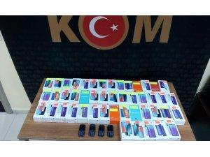 Kocaeli'de 51 adet gümrük kaçağı cep telefonu ele geçirildi