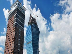 Kristal Kule'yi 303 milyon euroya satın aldı