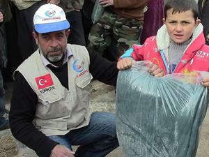 Suriye'ye yardımlar savaşın 4. yılında devam ediyor