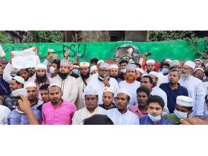 Bangladeş'te milyonlar Fransa'yı protesto etti