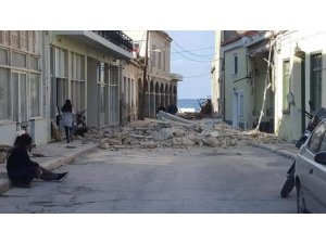 Sisam Adası'nda bir kilise ve çok sayıda evde hasar oluştu