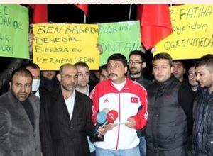 Egemen Bağış'a 'ses kaydı' protestosu