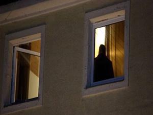Cani baba 3 çocuğunu pencereden attı