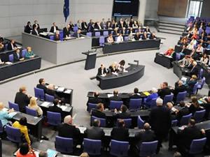 Alman Federal Meclisi'nin kravat kararı