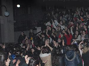 Kız öğrencilerden 'Yatak' eylemi