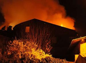 Mangal ateşi restoranı yaktı