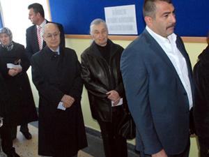 Sezer, oy kullanmak için yarım saat bekledi