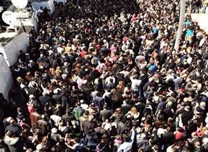 Ankara'da YSK önünde gergin bekleyiş