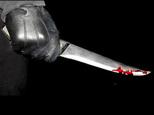 Harçlık isteyen kızını ve karısını bıçakladı