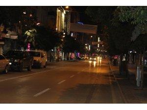 Isparta'da sokağa çıkma kısıtlamasıyla birlikte sokaklar boş kaldı