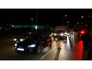 Sokağa çıkma kısıtlamasının başlamasıyla trafik denetimleri de başladı