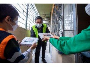 Depremzede çocuklara tablet desteği
