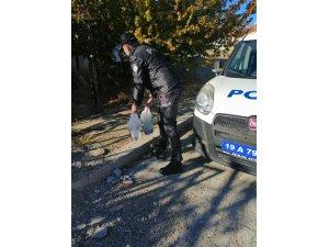 65 yaş üstü vatandaşların ihtiyaçlarını polis ekipleri karşılıyor