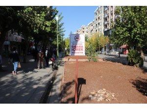 Siirt Belediyesi vatandaşları korona virüse karşı levha ve pankartlarla uyarıyor