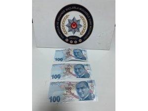 Polis takibe aldığı şahsın cebinden 300 TL sahte para çıktı