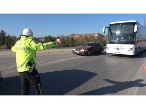 """43 ilin geçiş güzergâhında """"HES kodu"""" denetimi: Yolcular tek tek kontrol ediliyor"""