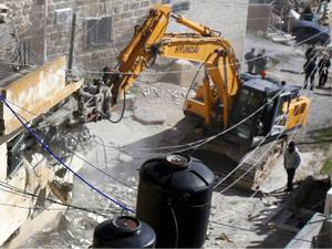 İsrail Filistinlilerin evlerini yıktı!