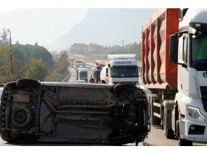 D-650 karayolunda kaza, uzun araç kuyrukları oluştu