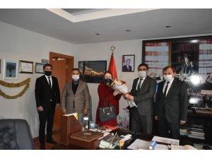 Başkan İnal, Karacasu'daki öğretmenlerin günlerini kutladı
