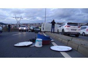 Otomobille çarpışan minibüs devrildi; 1 yaralı