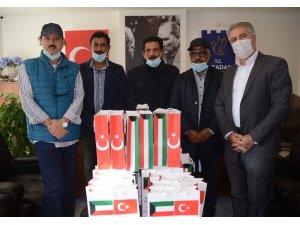 Kuşadası'nda yaşayan Kuveytlilerden öğrencilere tablet desteği
