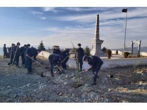 Askerler, Oyuktepe Şehitliği'nde fidan dikti