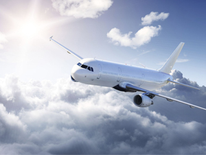 Uçak ve yolcu trafiği arttı