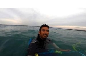 Dünya ikincisi sörfçüyü vatandaş mahsur kaldı sandı o öz çekim yaptı