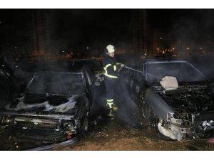 Adana'da araç hurdalığında yangın