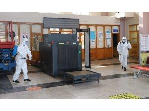 Covid-19 önlemleri kapsamında tren garı ve otobüs terminali dezenfekte edildi