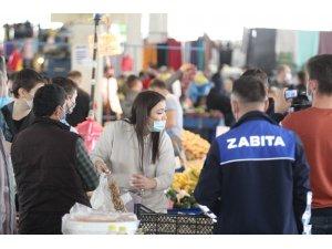 Antalya'da semt pazarında hatalı maske takanların bahaneleri 'yemek' oldu