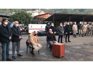 Madenciler şehit madenci meslektaşları için Kur'an okuttu