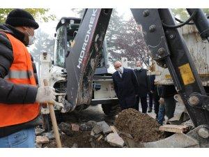"""Başkan Özlü """"Dört bir yandan çalışıyoruz"""""""