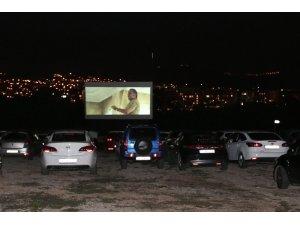 Arabalı Sinema 'Nasipse Adayız' ile final yaptı