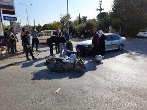 Serik'te otomobille motosiklet çarpıştı: 1 yaralı