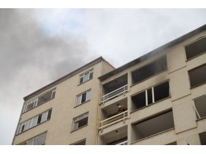 Elazığ'a hasarlı binada yangın