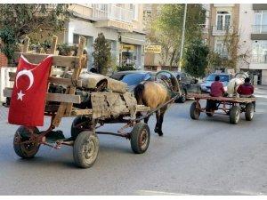 Yaşı küçük çocukların şehir içinde dört nala yolculuğu