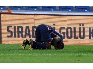 Demba Ba ilk golünü attı