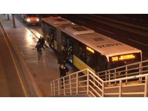 İstanbul'da sokağa çıkma kısıtlamasının sona ermesiyle yollarda hareketlilik başladı