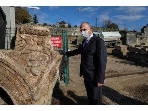 Konuralp'te tarih fışkırıyor Medusa başı bulundu