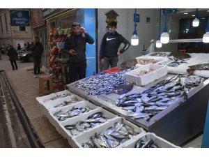 Lokantalara gelen kısıtlama balık fiyatlarını düşürdü