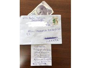 Üzerinde parası olmadığı halde bindiği otobüsün ücretini posta ile gönderdi
