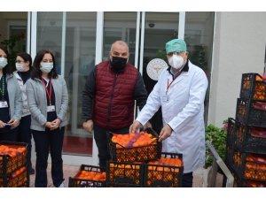 Bandırma Ak Parti'den sağlık çalışanlarına C vitamini desteği